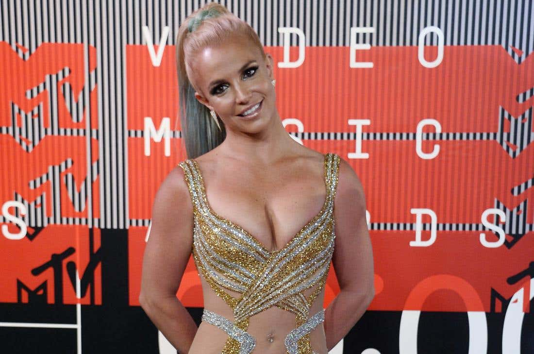Britney-Spears-looking-to-romance-a-hot-nerd