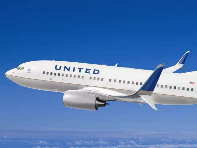 Woman Says United Airlines Offered Her $75 To Not Tell Anyone About The Man  Who Masturbated For 2 Hours In The Seat Next To Her - Barstool Sports