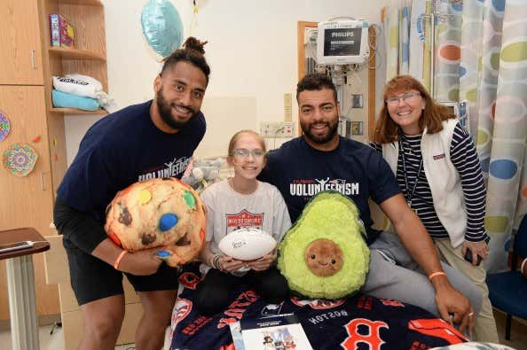 The New England Patriots Celebrate Spring with Smoothies at Boston Children's Hospital