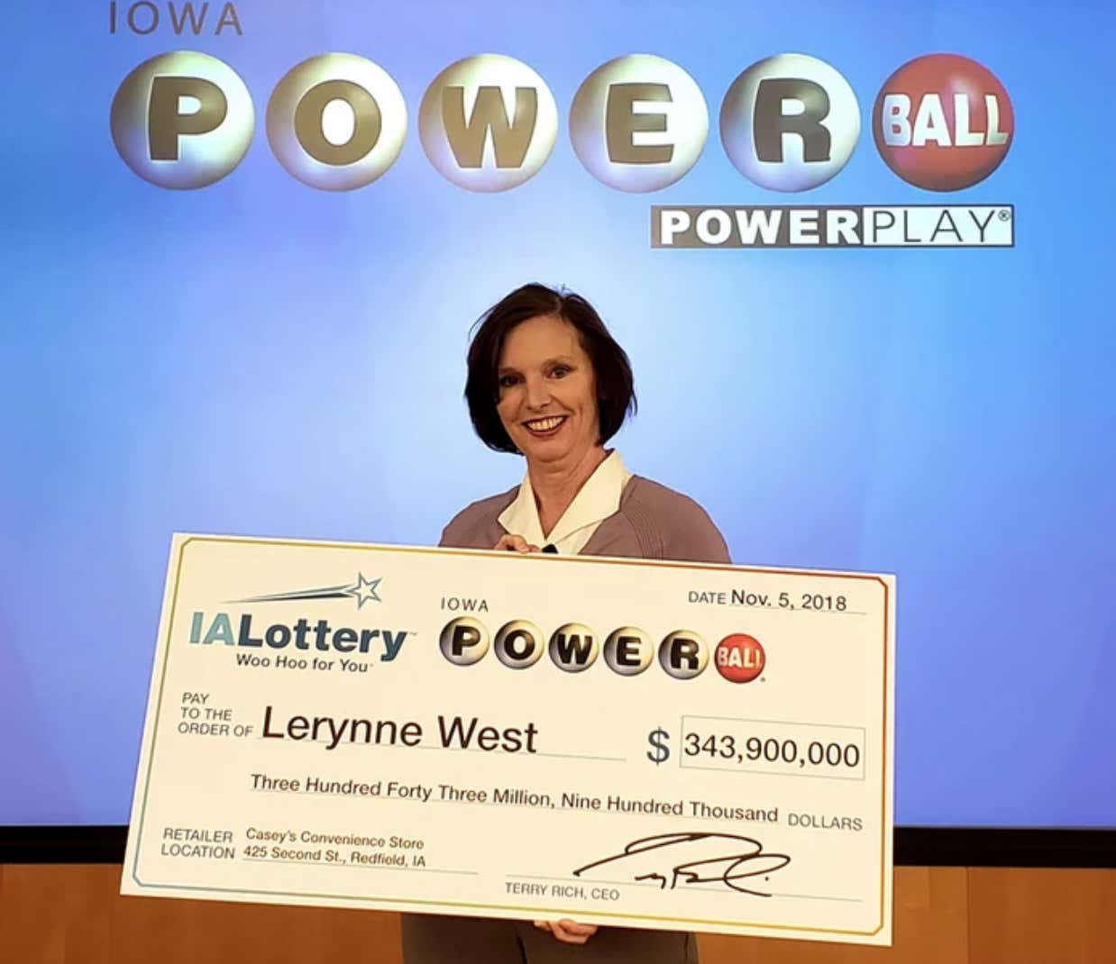 A Grandma In Iowa Won 343 Million Dollars After Ing Ball Ticket With Her Breakfast Pizza