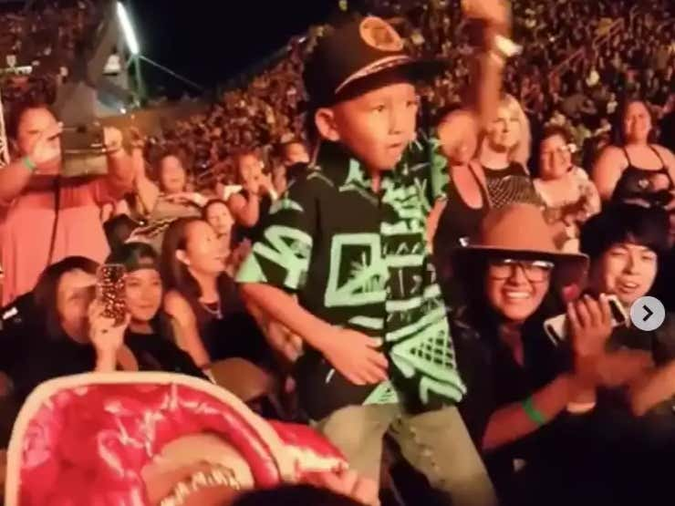 UFC Featherweight Champ Max Holloway's Son Was TURNT UP At A Bruno Mars Concert This Weekend And The Videos Are Adorable