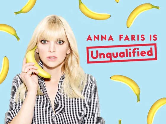 """Anna Faris Went On Her Podcast To Talk About How Chris Pratt And His New Fiance Are Both """"Fucking Amazing People"""""""