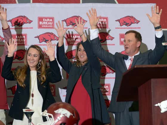 Arkansas HC Chad Morris Salts Road Himself For Entire Neighborhood So Recruits Can Visit His House