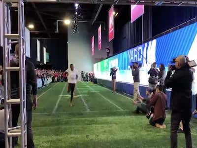 Usain Bolt Casually Ran A 4.22 40 Yard Dash (Tied For The NFL Record) While In Sweatpants And Sneakers