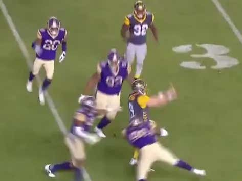 I Bet Patrick Mahomes Couldn't Imagine Throwing A No Look Pass Like This AAF QB Just Did