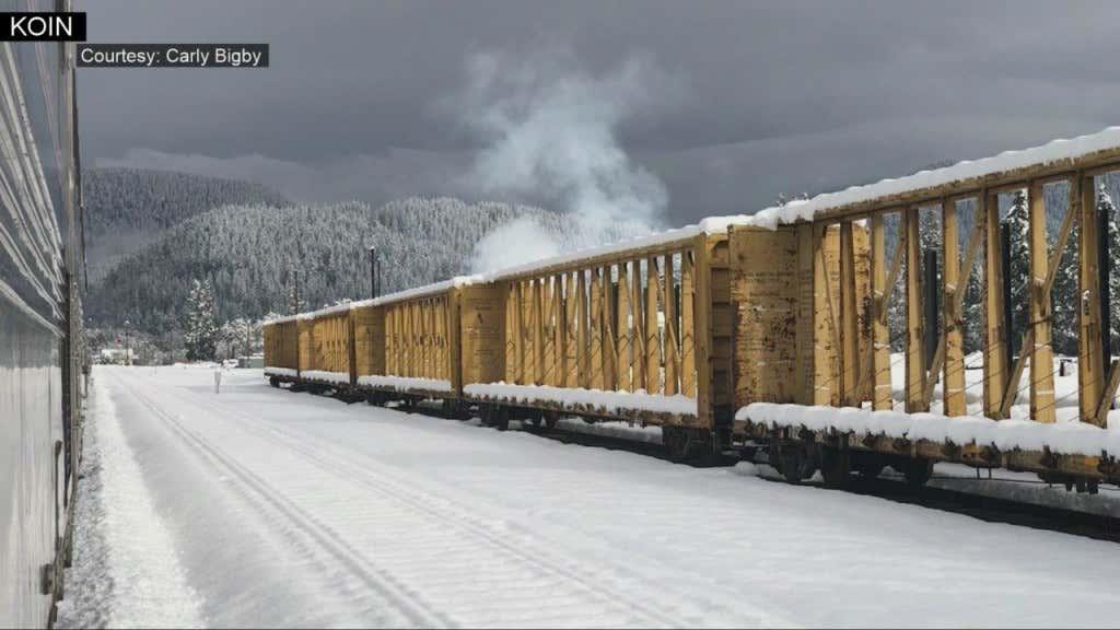 183_people_stranded_on_stuck_Amtrak_trai_0_74933554_ver1.0_1280_720