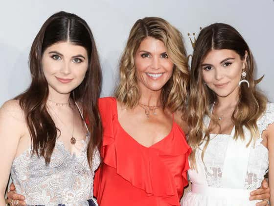 Tough News For USC Rowing As Both Of Lori Loughlin's Daughters Hit The Transfer Portal After Leaving School