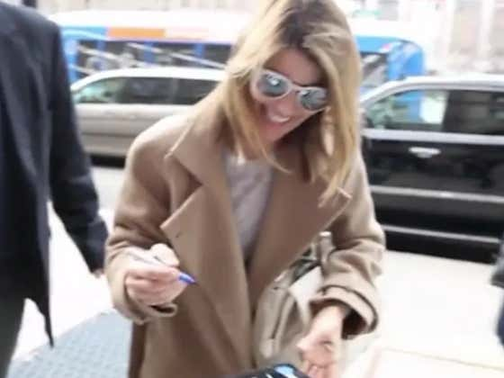 "Teflon Aunt Becky Signed Autographs As She Was ""All Smiles"" Walking Into Court Yesterday"