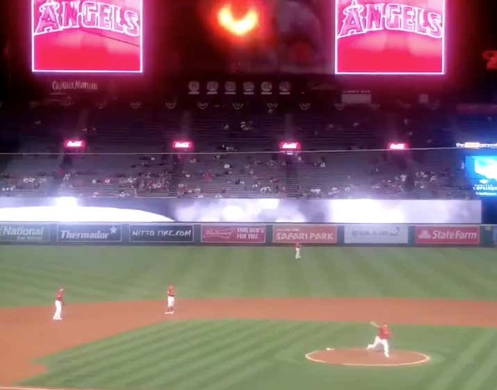 Hansel Robles Using The Undertaker's Theme Song As Entrance