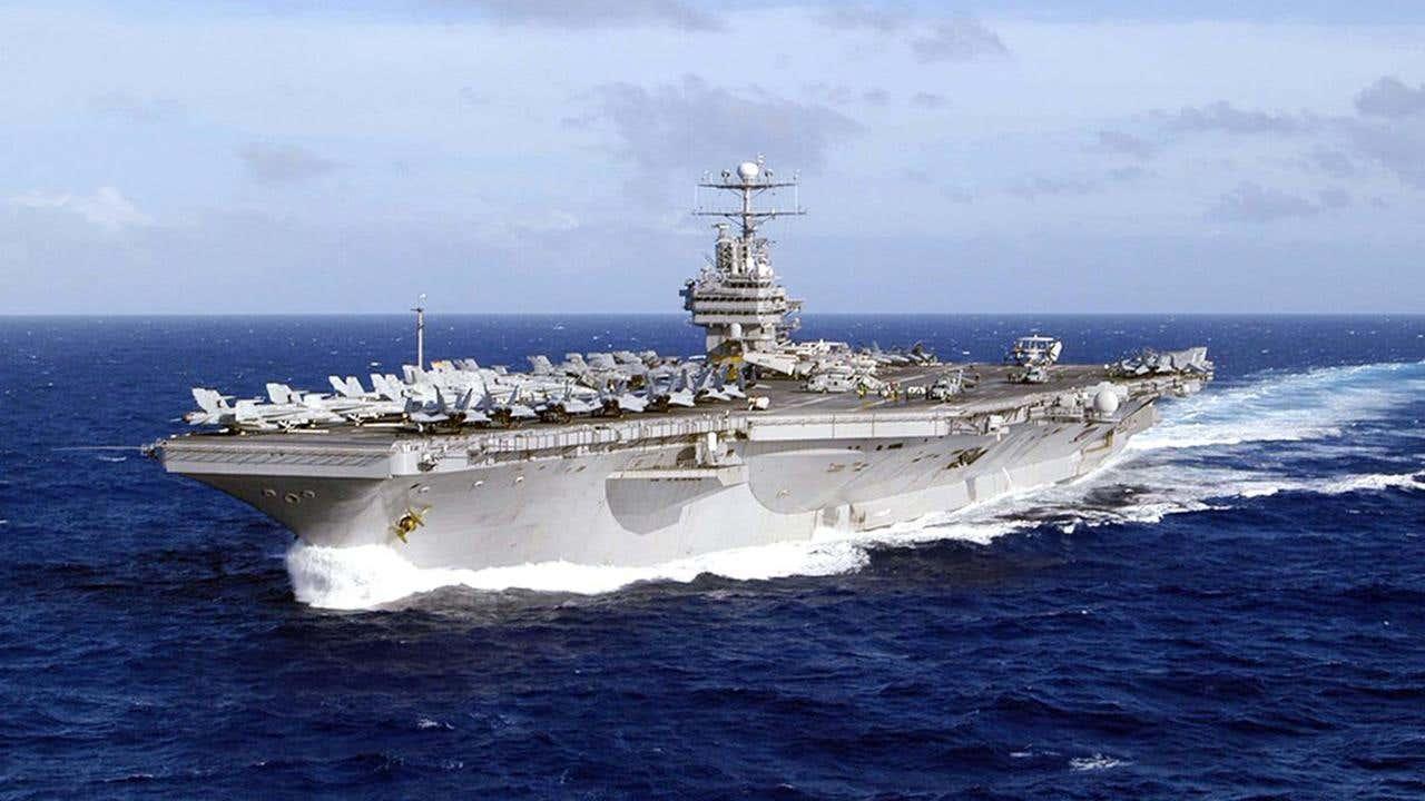 Facteur dur 57 Les Etats-Unis fouettant Son Big Dick Warship Out, Shrooms juridique, et-6326