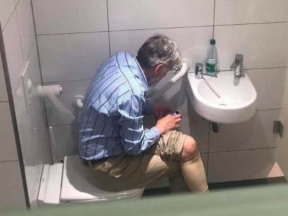 A Top 100 Chess Grandmaster Has Been Caught Looking Up Moves While On The Toilet During Tournament Play