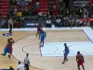 Nate Robinson Hit A Game Winner Over Big Baby Who Then Held Him Like A Big Baby
