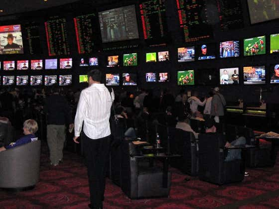 Mobile Sports Betting In Indiana Starts Today While Illinois Is Still Sitting On Its Thumb