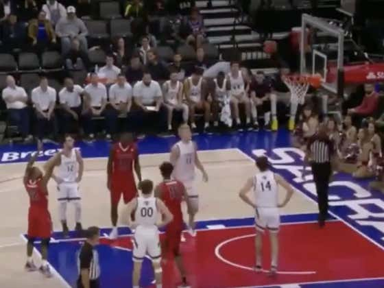 Fresno misses back to back free throws allowing Saint Mary's to go down the other way and hit a buzzer beater to cover 1H -4.5