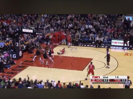 Raptors score in the final seconds of the half to hit the 1H over (117.5)