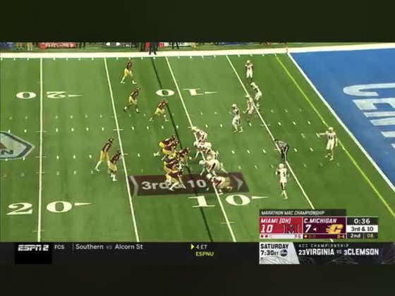 Central Michigan scores on 3rd and 10 with 30 seconds left in the half to cover 1H -3