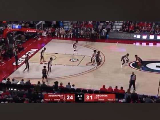 Austin Peay scored this last second layup to cover the 1H spread (+7)