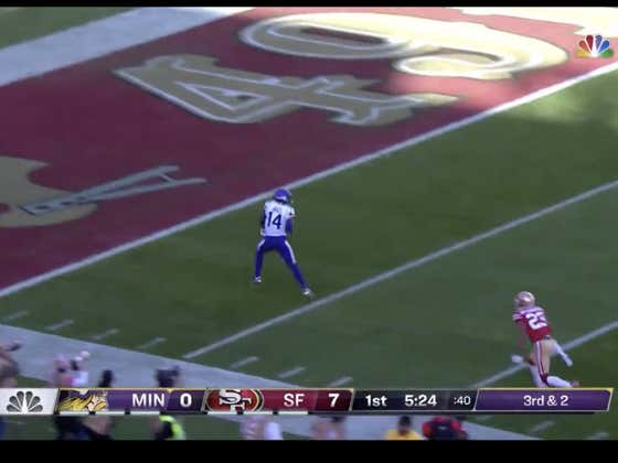 Crazy TD catch by Stefon Diggs to tie it up for the Vikings (+7)