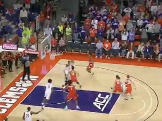 Clemson (-135) gets a bucket in the final seconds of the game to give them the 71-70 win over Syracuse